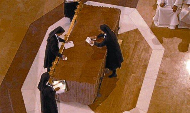 las-monjas-que-limpiaron-el-altar-de-la-sagrada-familia
