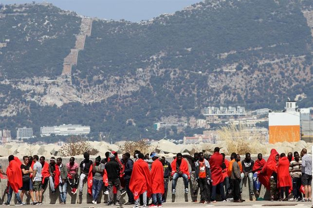 salvamento-rescata-andalucia-inmigrantes-pateras_ediima20180703_0813_5