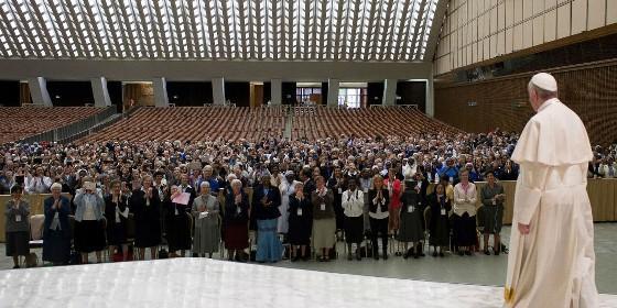 el-papa-es-recibido-por-miembros-de-la-uisg_560x280