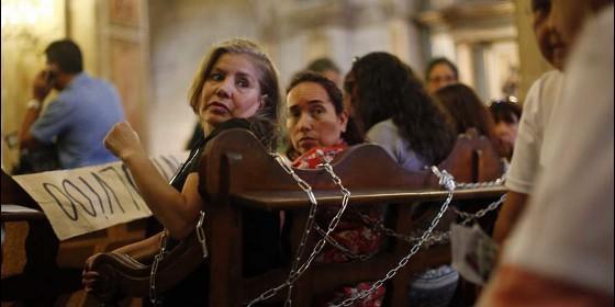 mujeres-esclavas-en-la-iglesia_560x280