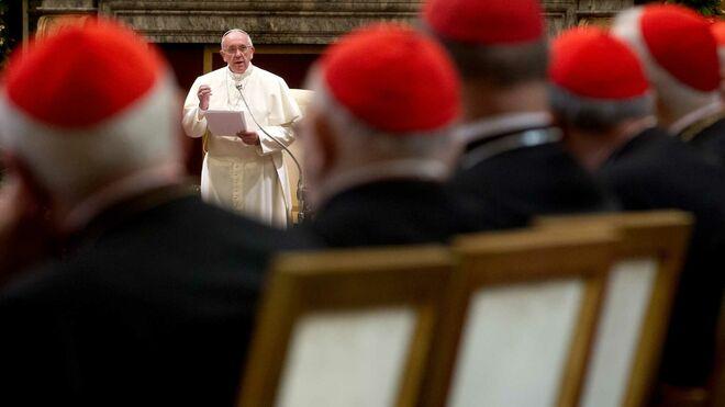 cardenales-escuchan-papa-francisco_2128897158_13662186_660x371