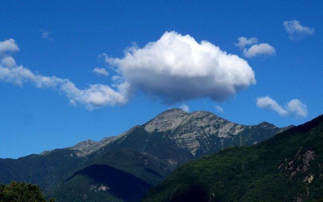 1024px-cloud_over_gaggio_a_mountain_in_ticino_switzerland-640x400