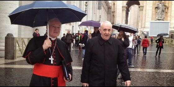 Marc Ouellet con Bergoglio plaza san Pedro